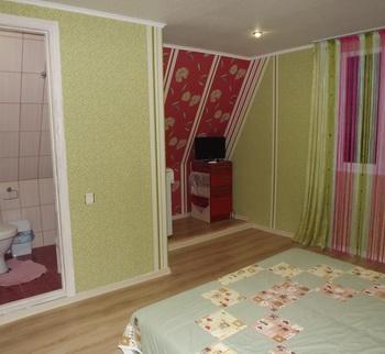 Бордо-фисташковая комната 2-го эт.Люкс на 2(+1) чел (3)