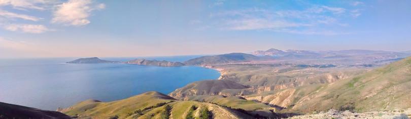 Вид с горы Феодосии на Орджоникидзе и Коктебель