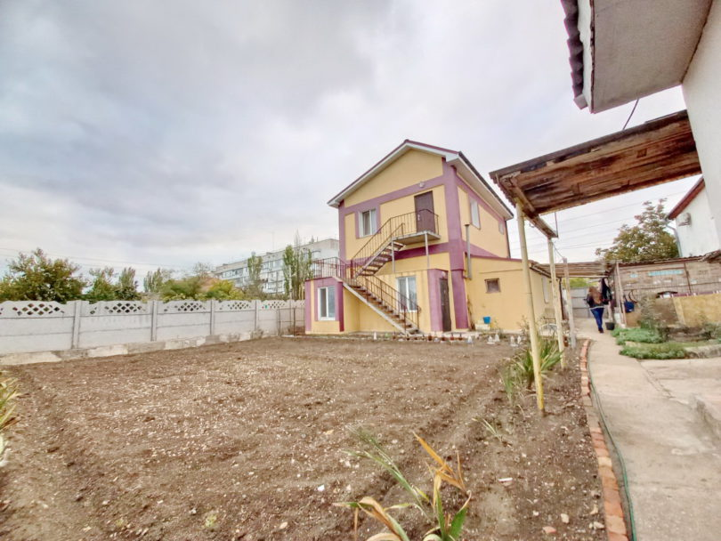 Купить современный дом в Феодосии у Крымского рынка.