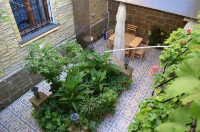Купить дом с квартирой в центре Феодосии.