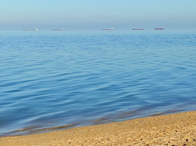 Продам земельный участок в поселке За Родину, на берегу Азовского моря.